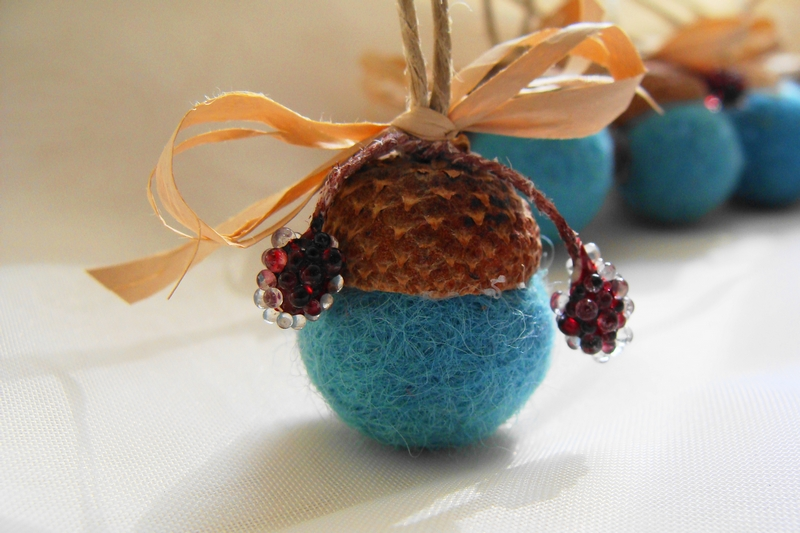 Acorn ornaments felt acorns christmas tree ornament for Acorn decoration