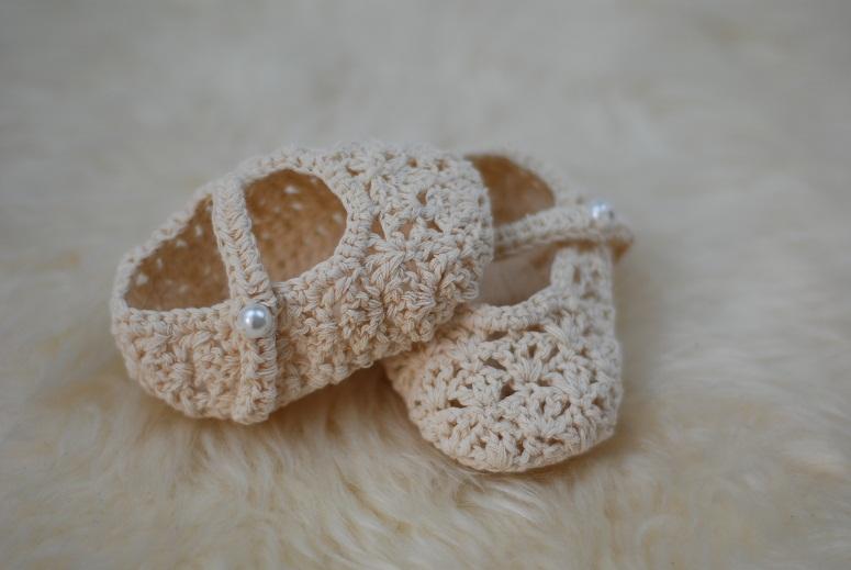 7aa1637274466 Handmade crochet baby shoes   Felt