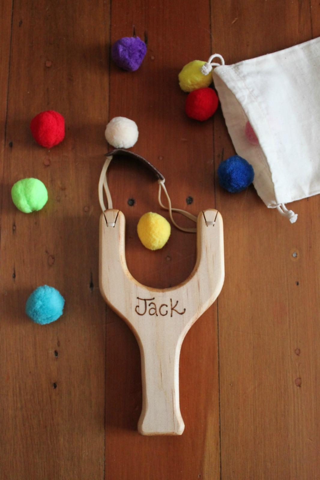 how to make felt pom poms