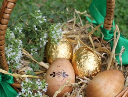 Personalised Wooden Easter Egg - Flower Garland
