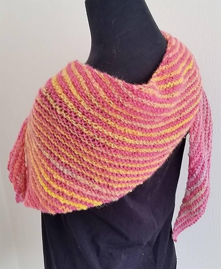 Double Gradient Boomerang Shaw - alpaca/mixed yarn