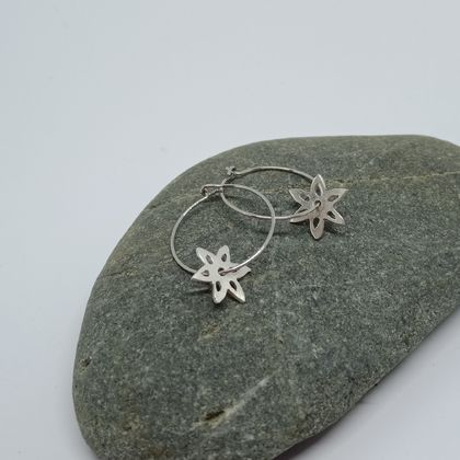 Star flower hoop earrings