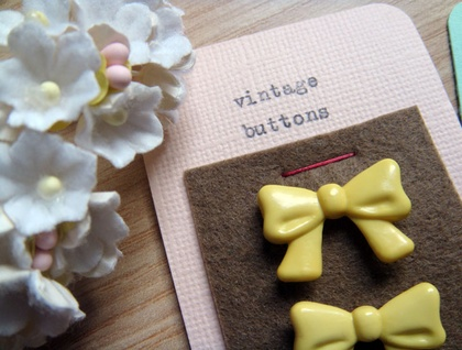 vintage button card :: yellow bows