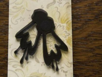 Kowhai brooch – Black