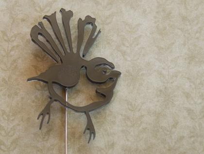Fantail brooch – black
