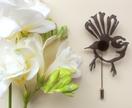Black fantail brooch