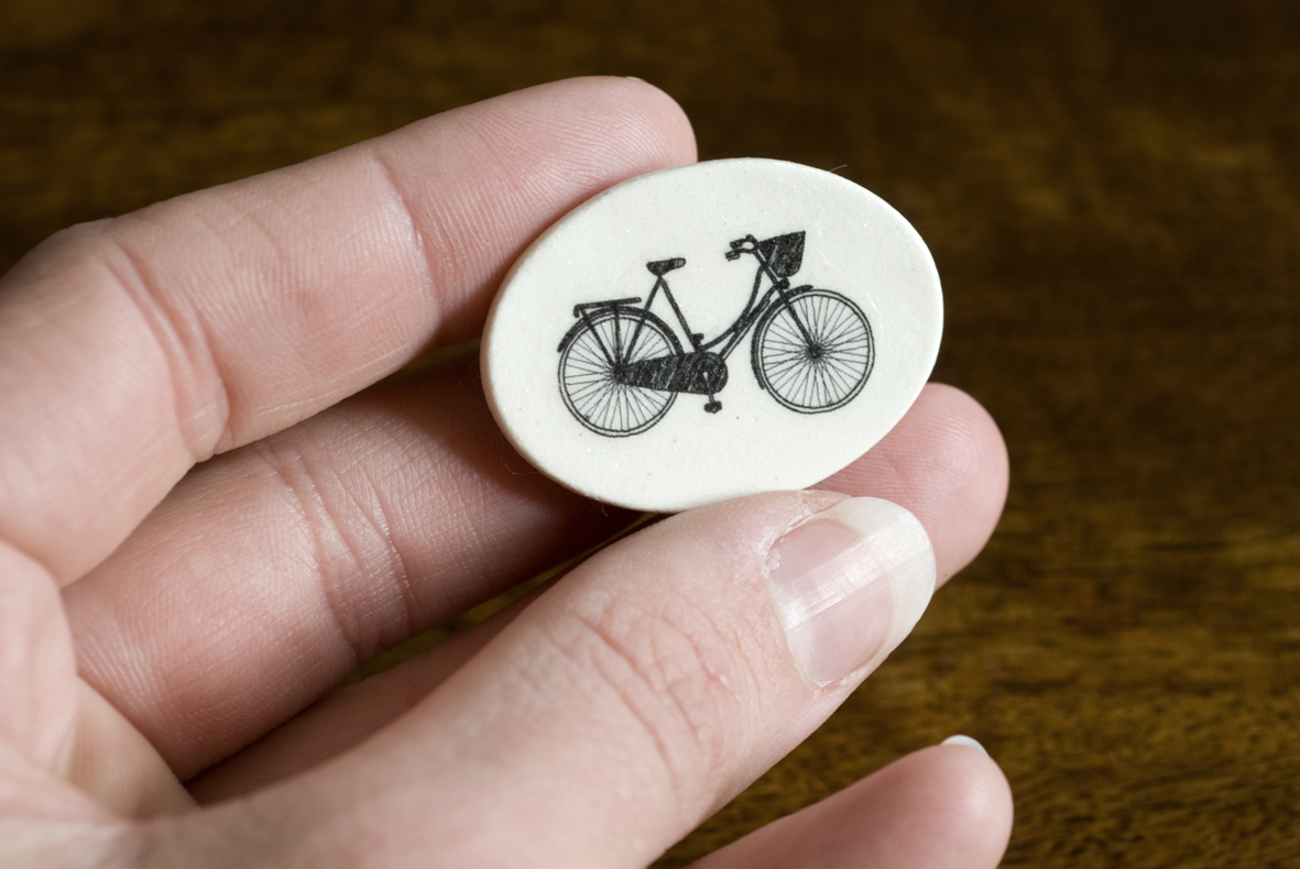how to make a bicycyle brooch