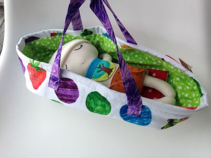 ZEALOUS DESIGN DRESS-UP BABY - Baby in carry cot