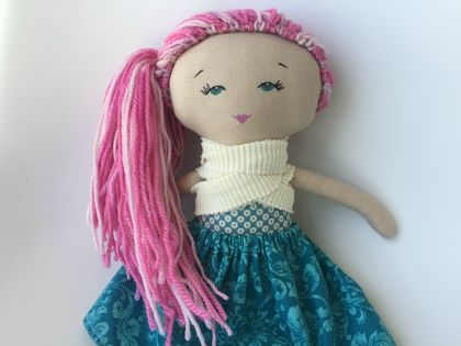 ZEALOUS DESIGN HEIRLOOM VINTAGE DOLL - pink hair