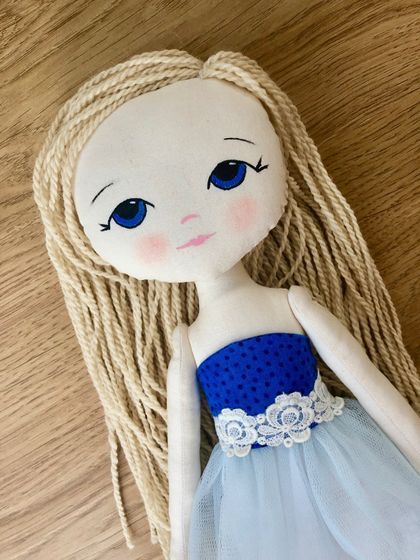 ART DOLL - Chloe Star