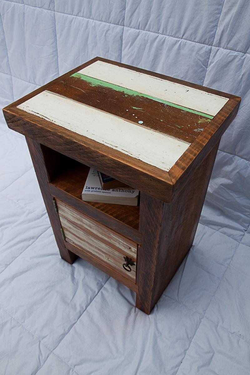 Rustic Wood Bedside Table: Rustic Bedside Tables