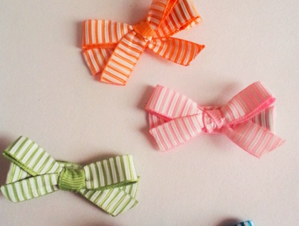 Colourful set of 4 stiped bow hairclips