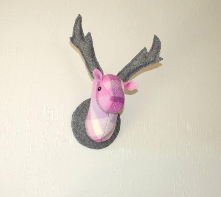 Deer Head Wallhanging, Viola