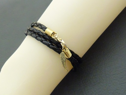 Triple Wrap Leatheroid bracelet in gold: black imitation leather with gold-plated clasp and angel wing