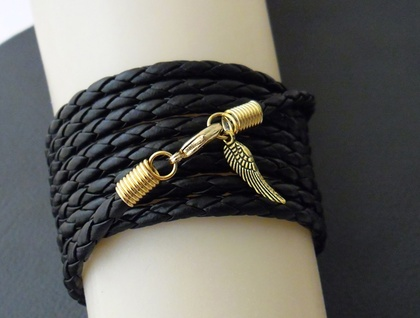 Leatheroid Wrap Bracelet in gold: black imitation leather with gold-plated clasp and angel wing