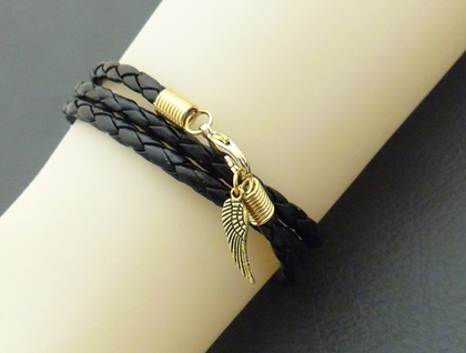 Leatheroid Triple Wrap Bracelet in gold: black imitation leather with gold-plated clasp and angel wing