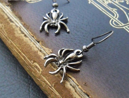 Dark Spider earrings: shiny dark-grey spider charms on gunmetal black hooks