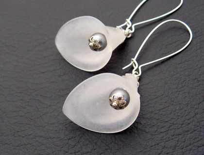 White Lily earrings: calla lilies with grey glass pearls ...
