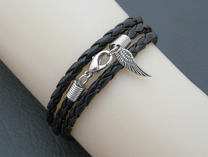 Leatheroid Triple Wrap Bracelet: black imitation leather with silver-coloured clasp and angel wing – last one!