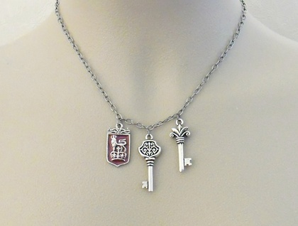 Randel necklace: silver, vintage look, heraldry-inspired necklace with three pendants