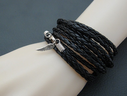 Leatheroid Wrap Bracelet: black imitation leather with silver-coloured clasp and wing charm –last one!