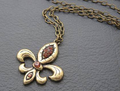 Fleur-de-Lys d'Or: antiqued golden, heraldic pendant with topaz rhinestones – one of a kind