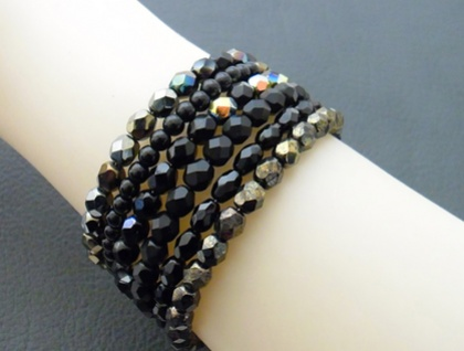 Black Glamour: glittering memory-wire wrap bracelet with iridescent black Czech glass – one of a kind