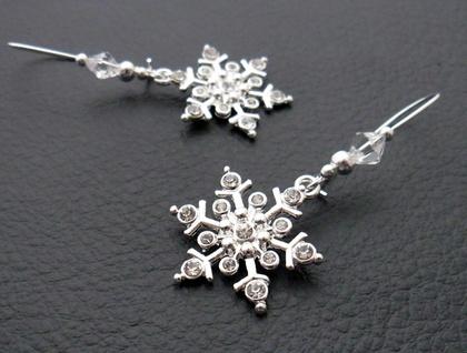 Sparkling Snowflake earrings: glittering snowflakes with rhinestones and crystals on silver plated ear-wires