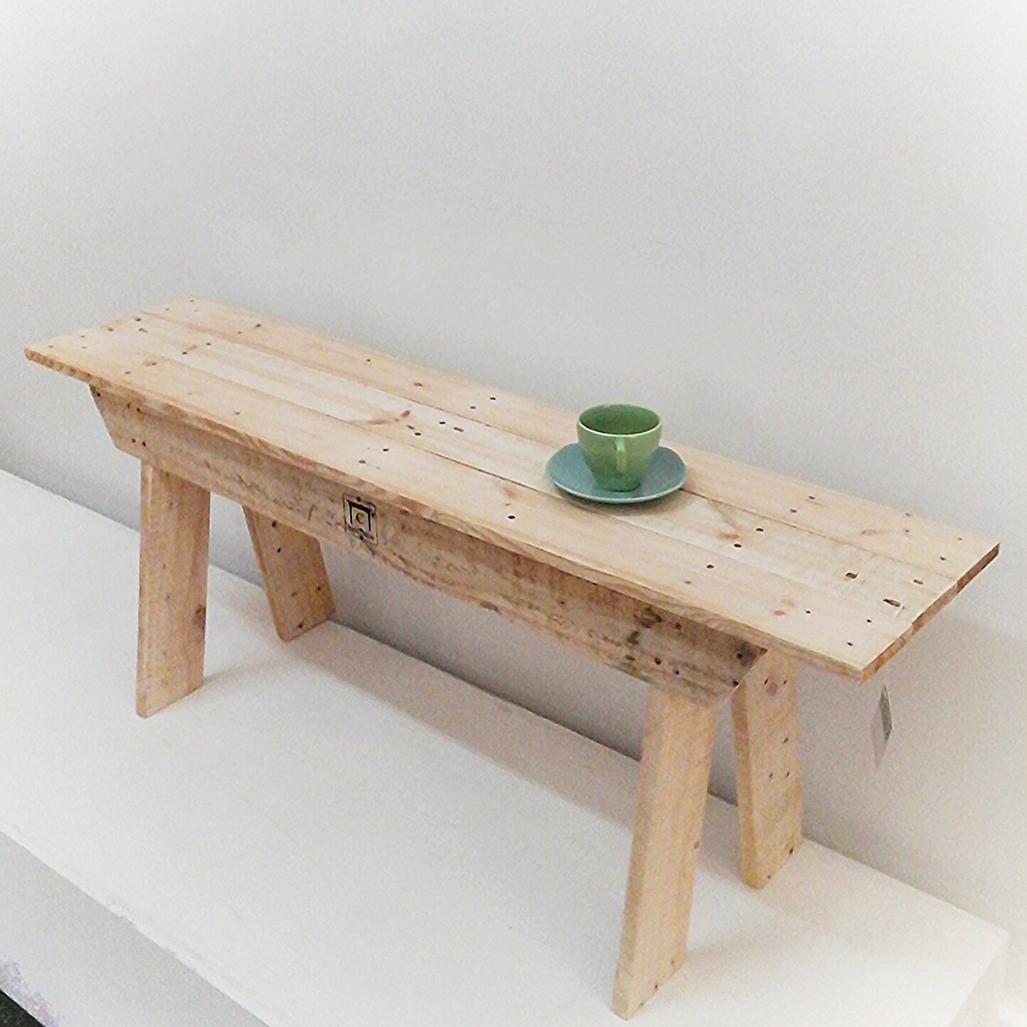 Pallet Bench Seat Or Cool Coffee Table Felt