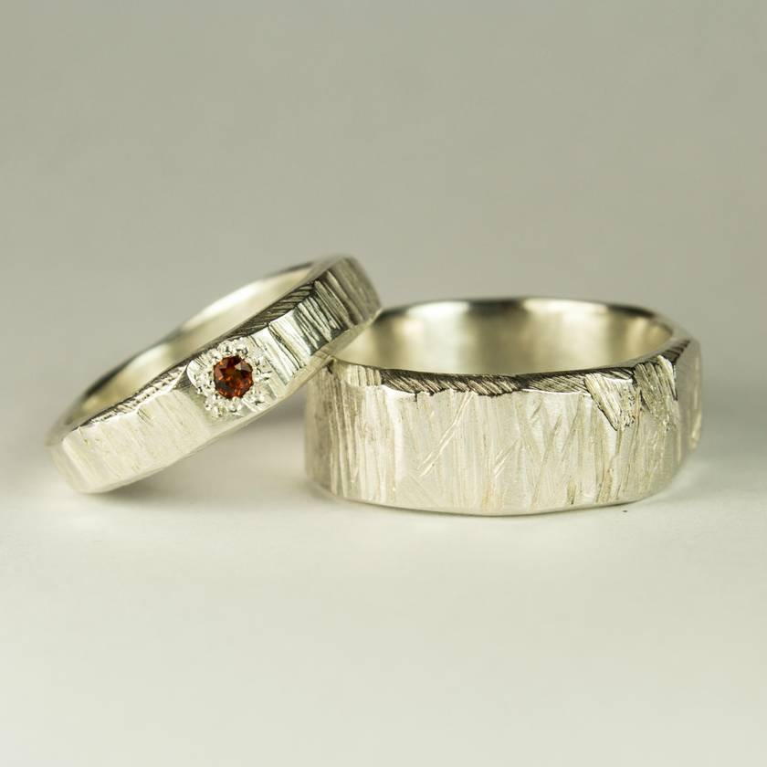 Pair of Bark textured rings in Sterling Silver, with Garnet