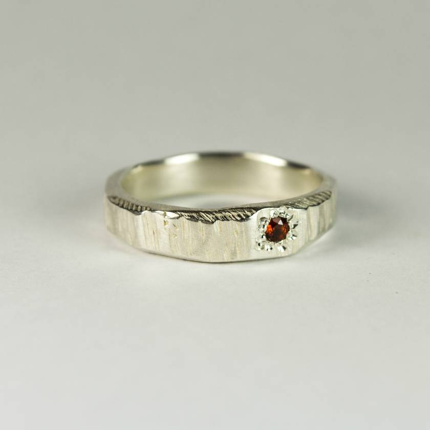 Bark textured ring in Sterling Silver, with Garnet