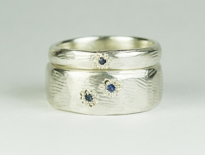 Pair of carved rings in Sterling Silver, with Ceylon Sapphires