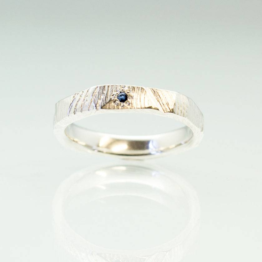 Pair of Bark textured rings in Sterling Silver, with Ceylon Sapphire