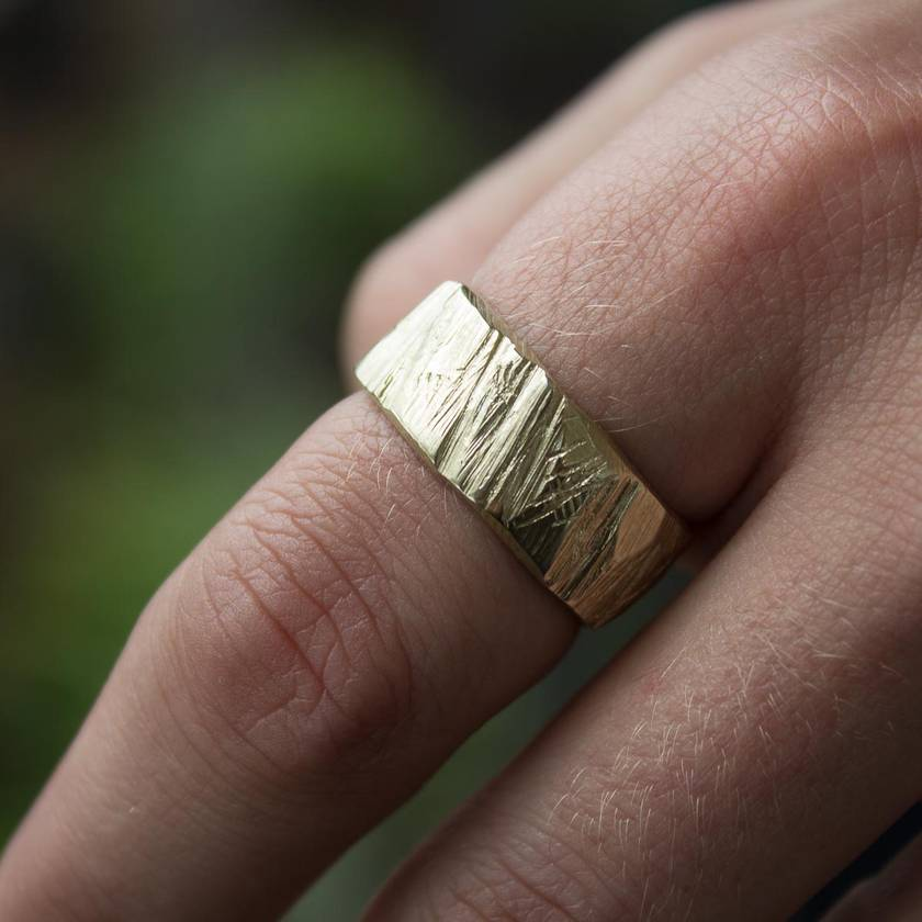 Wide Bark Ring in 14ct yellow gold