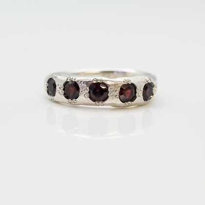 Rubens Ring - sterling silver with garnets