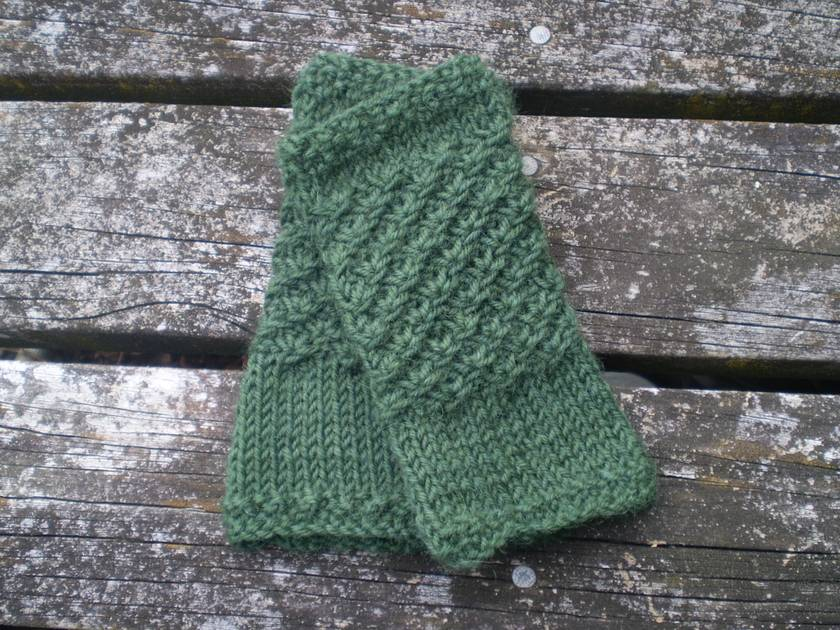 Ophelia fingerless mitts – forest green, pure wool