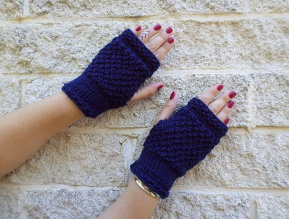 Log Cabin navy blue fingerless mitts – knitted from dark blue wool