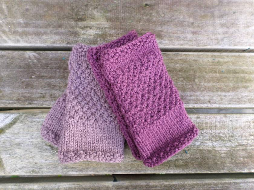 Log Cabin womens fingerless mitts – mushroom lilac wool