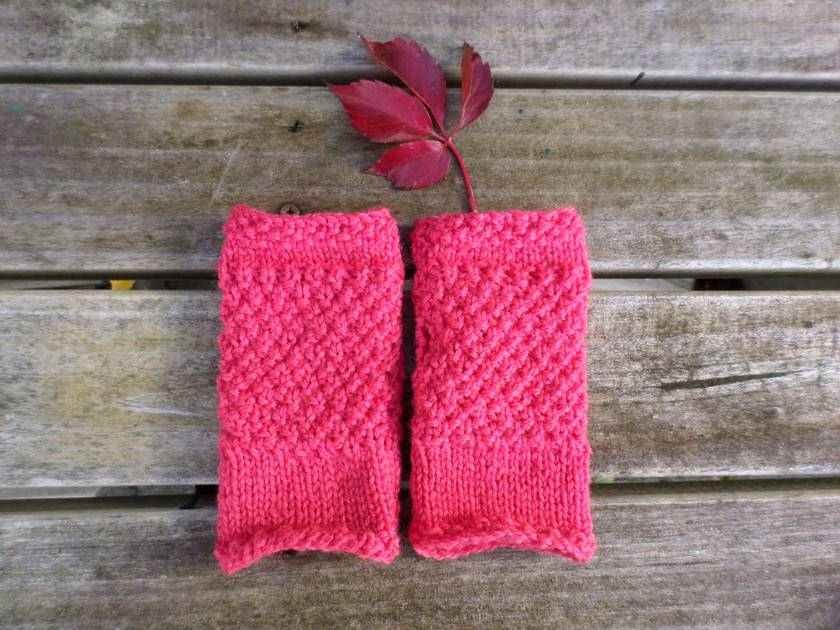 Log Cabin bright pink fingerless mitts – knitted from bright pink wool