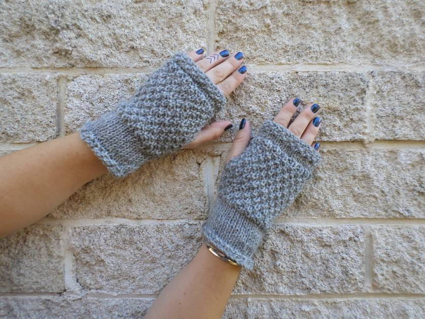 Log Cabin grey fingerless mitts – knitted from light marl grey wool