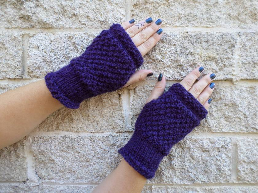 Log Cabin grape fingerless mitts – knitted from dark purple wool