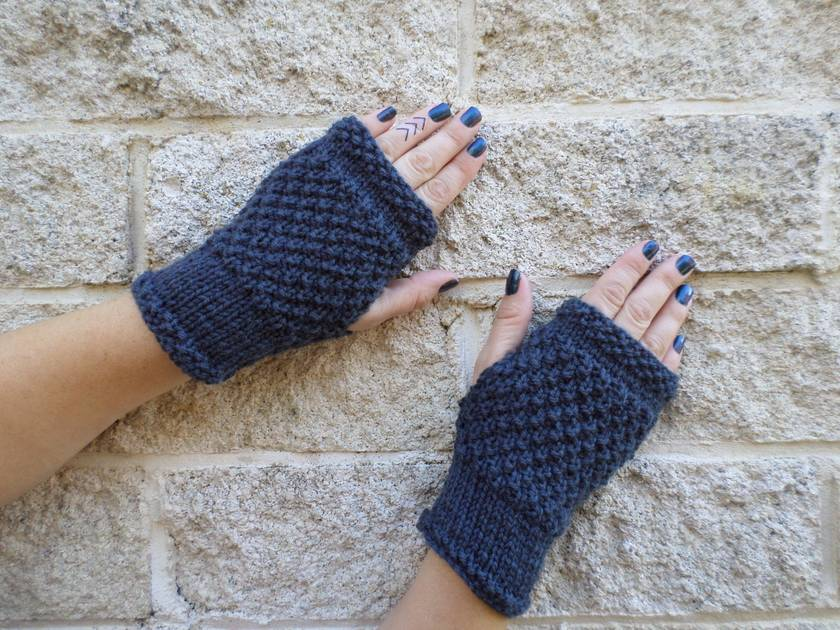 Log Cabin womens fingerless mitts – steel grey wool