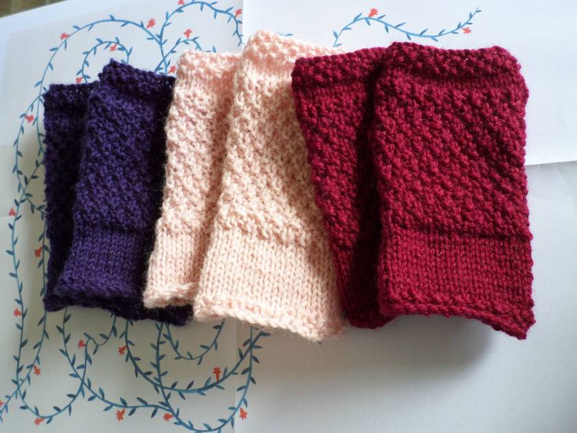 Log Cabin dark red fingerless mitts – knitted from 100% pure wool