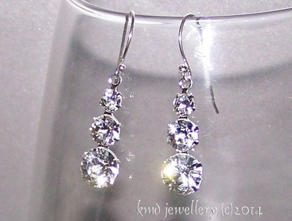 *Gorgeous Designer Swarovski Rhinestone Crystal earrings*