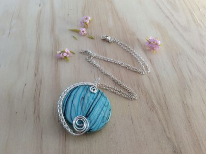 Wire wrapped, turquoise disc pendant necklace -upcycled jewellery-