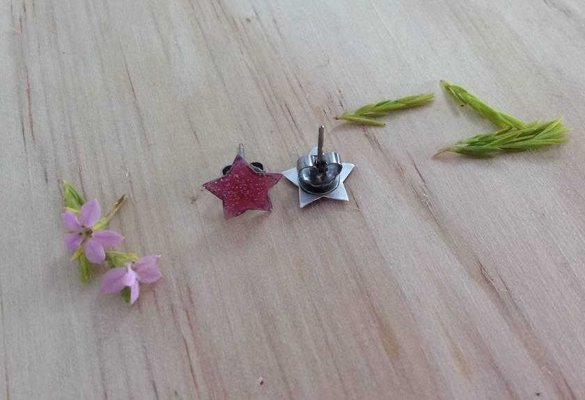 Small pink star studs