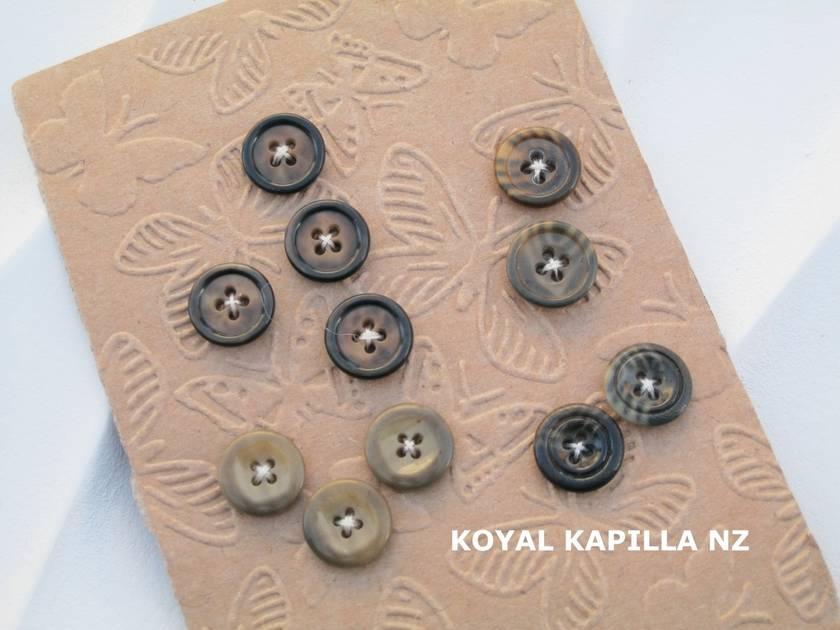 Vintage Buttons 11 browns Khaki mix 01