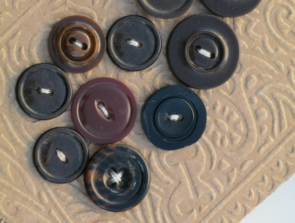 Vintage Buttons 10 Dk Brown 02 Mix various size
