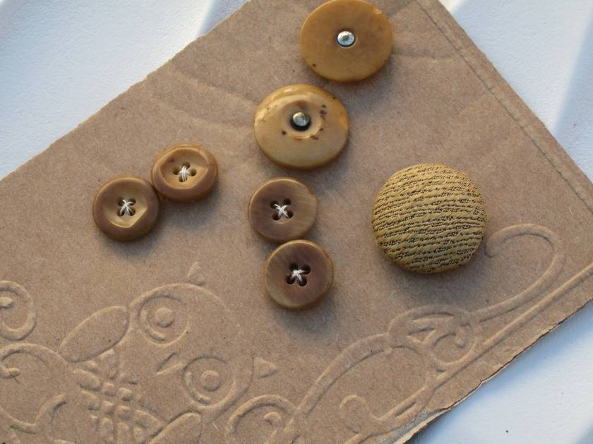 Vintage Buttons 7 Gold Mix 05