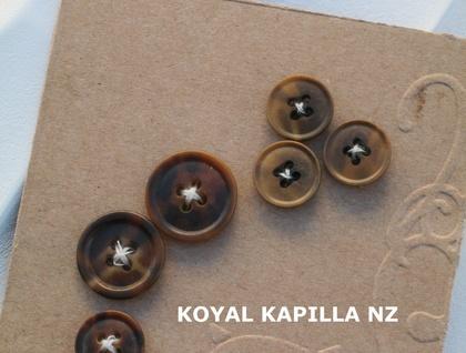Vintage buttons 8 Torttassie Look 06